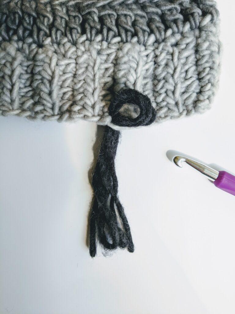 Tassels crochet scarf - simple pattern