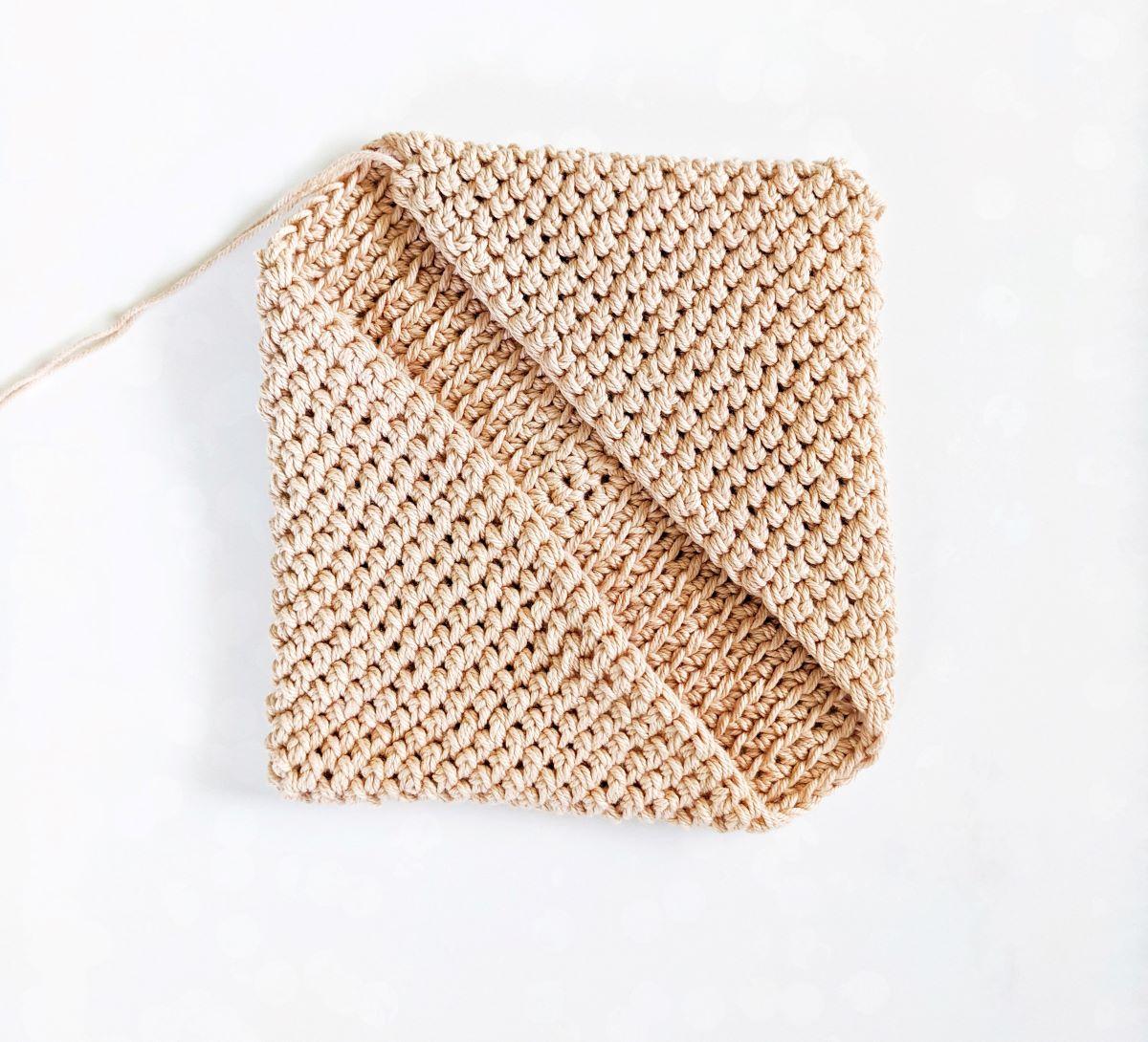 How to Crochet a Potholder part 4