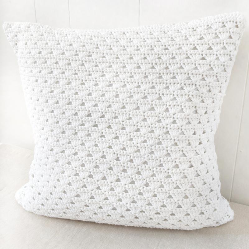 Modern Crochet Pillow – Free Crochet Pattern
