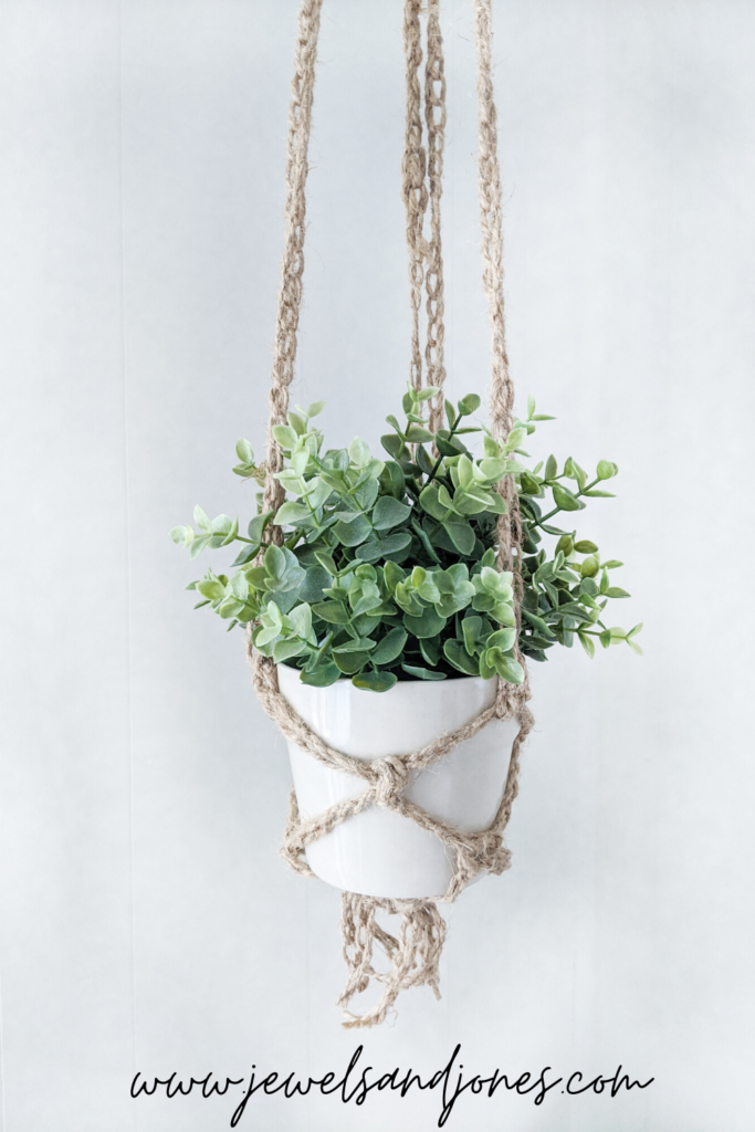 a free pattern for the crochet plant hanger