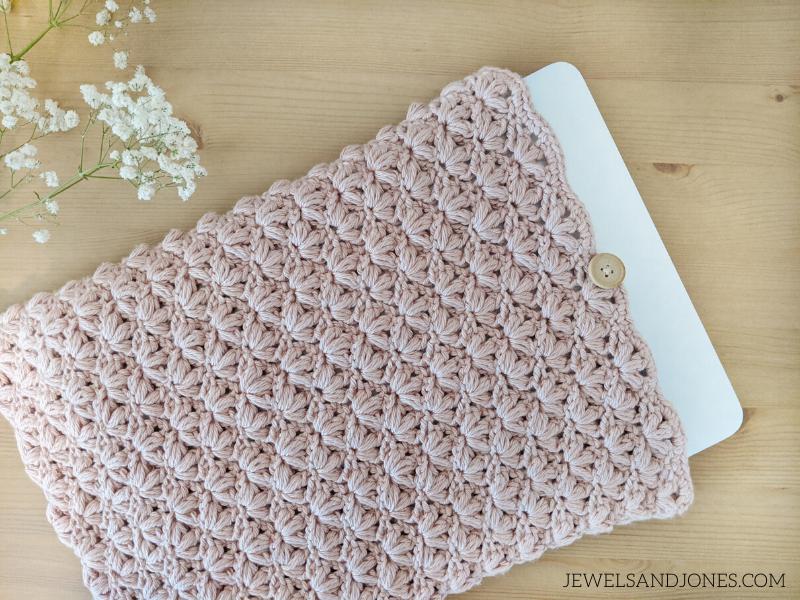 crochet the lotus laptop case, free pattern on the blog