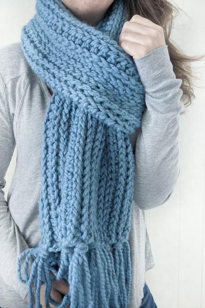 how to wear the Mammoth crochet knit-like scarf