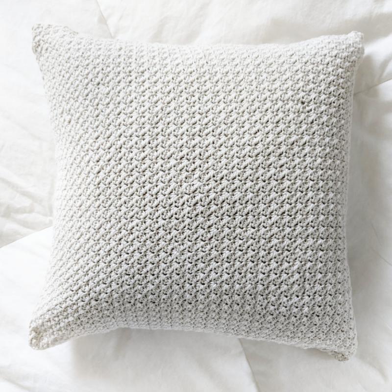 Simple Farmhouse Style Crochet Pillow – Free Pattern