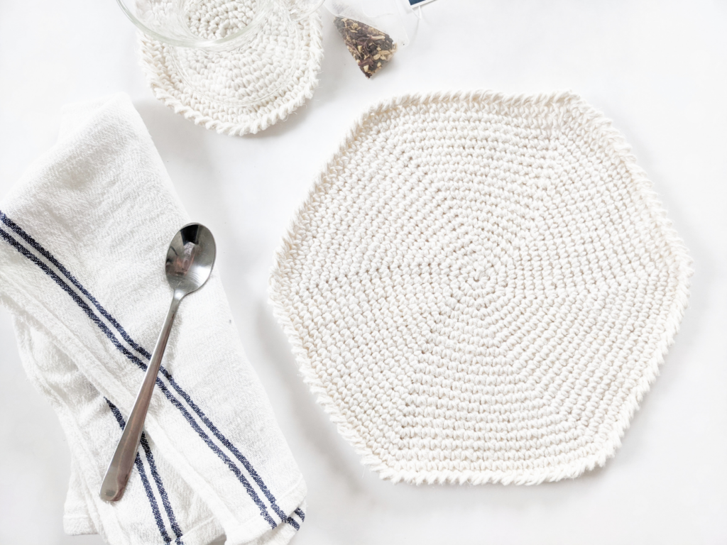 easy free crochet round placemat, pattern, a beginner-friendly crochet spiral placemat with a crochet spiral coaster and cotton tea towel.