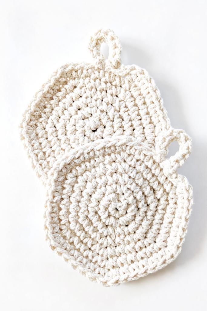 2 easy beginner-friendly free crochet spiral hot pads pattern