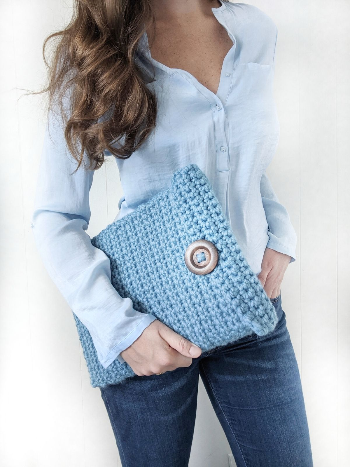 crochet laptop cover made with chunky yarn